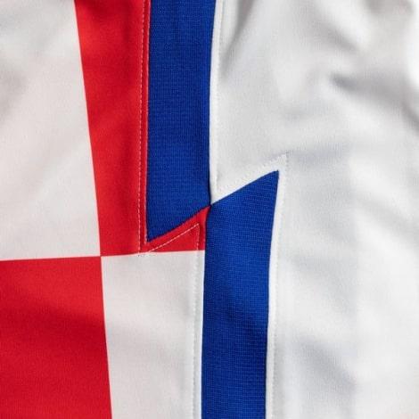 Домашняя футбольная форма Хорватии на ЕВРО 2020-21 футболка сбоку