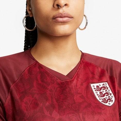 Женская гостевая футболка Англии на Чемпионат Европы 2020 вблизи