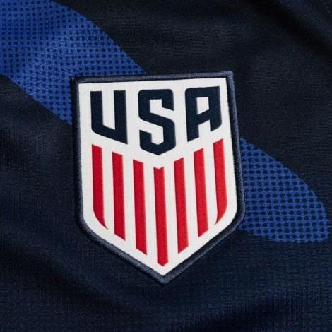 Гостевая футболка Соединенных Штатов Америки 2020-2021 герб сборной