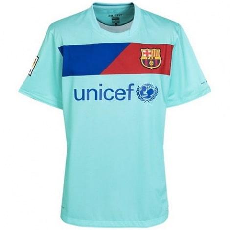 Гостевая ретро футболка Барселоны 2010-2011