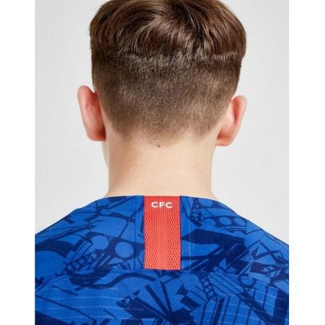 Комплект взрослой домашней формы Челси 2019-2020 на ребенке сзади