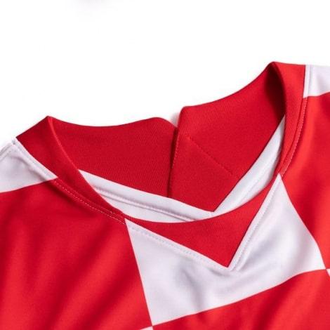 Домашняя футбольная форма Хорватии на ЕВРО 2020-21 футболка воротник