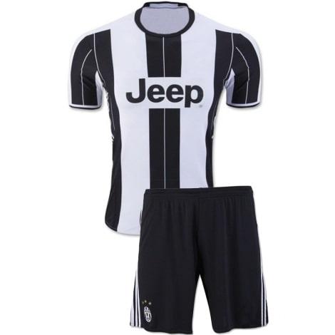 Домашняя футбольная форма Ювентуса 2016-2017 футболка и шорты