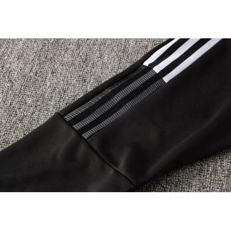 Черный спортивный костюм Ювентуса 2021-2022 рукав