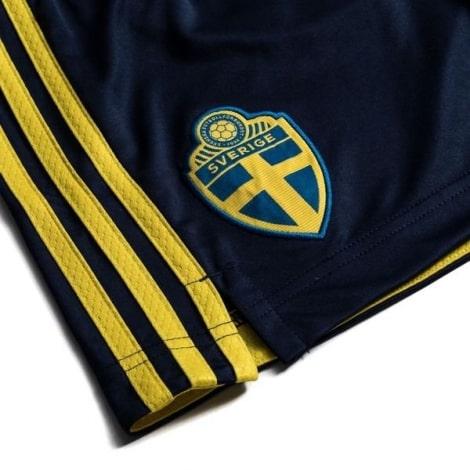 Детская домашняя футбольная форма Швеции 2020 БЕРГ шорты герб сборной