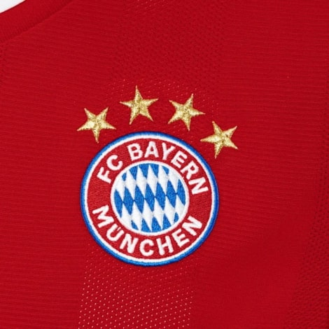 Домашняя футболка Баварии 2020-2021 Роберт Левандовски герб клуба