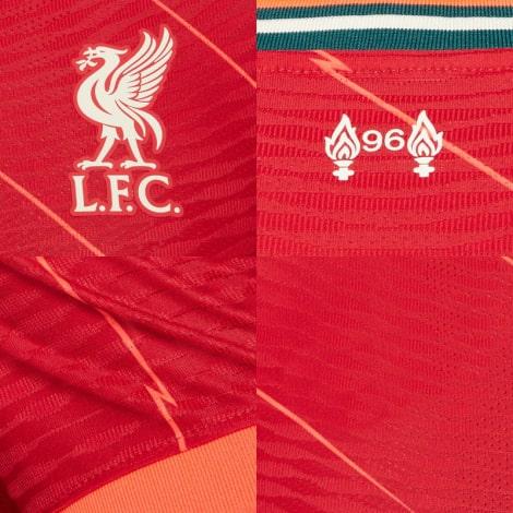 Домашняя аутентичная футболка Ливерпуля 2021-2022 логотипы