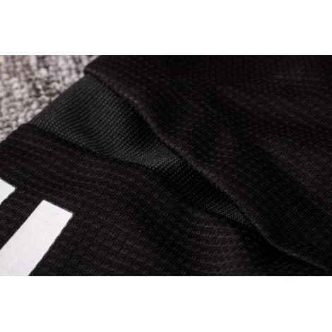 Черный спортивный костюм Бавария 2021-2022 плечо