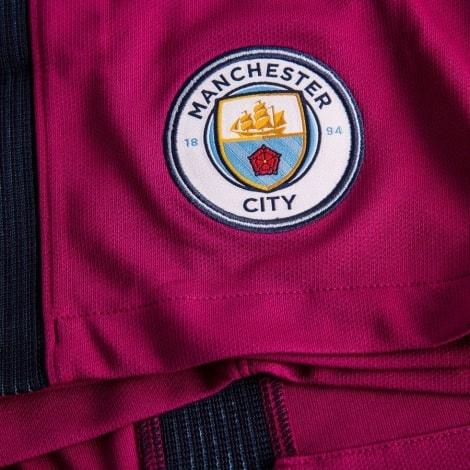 Детская гостевая форма Манчестер Сити 17-18 логотип