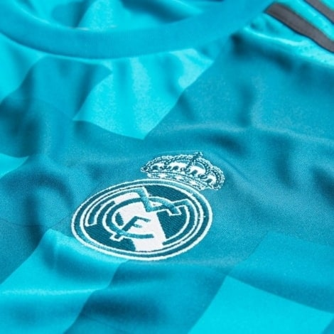 Детская третья футбольная форма Реал Мадрид 2017-2018 эмблема клуба