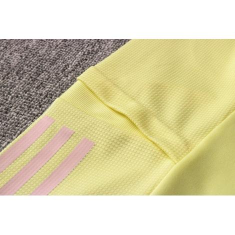 Желтый спортивный костюм Арсенал 2021-2022 плечо