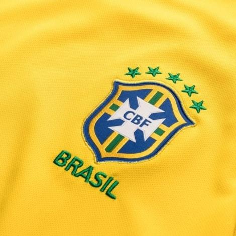 Футболка сборной Бразилии на чемпионат мира 2018 вблизи