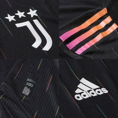 Комплект детской гостевой формы Ювентуса 2021-2022 футболка логотипы