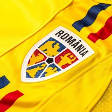 Домашняя футболка сборной Румынии на чемпионат мира 2018 герб