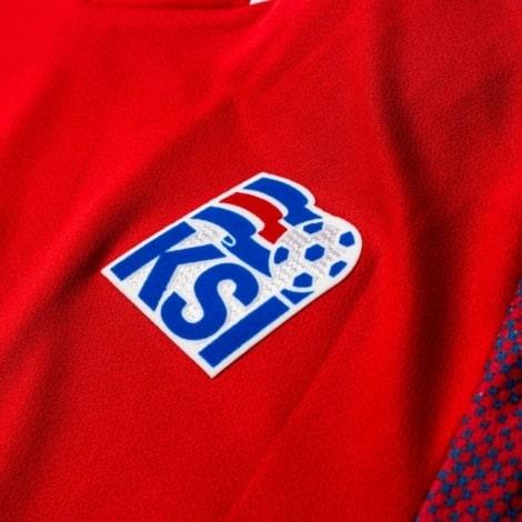 Красная вратарская футболка сборной Исландии на чемпионат мира 2018 герб