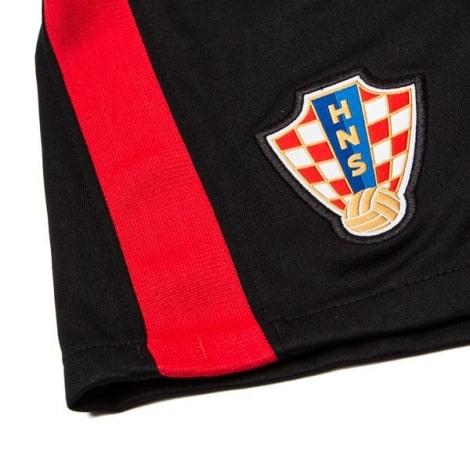 Гостевая футбольная форма Хорватии на ЕВРО 2020-21 шорты герб сборной