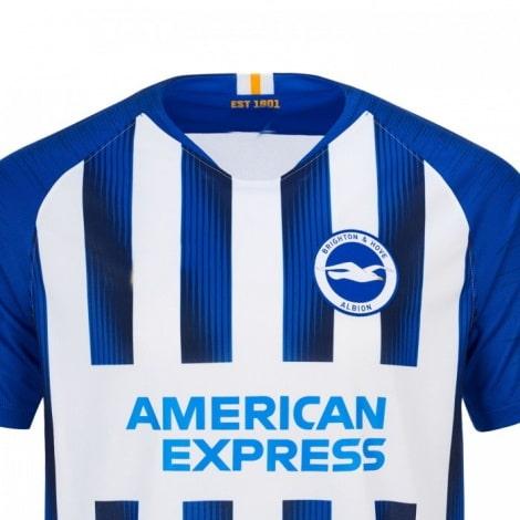 Домашняя игровая футболка Брайтон энд Хоув Альбион 2019-2020 вблизи