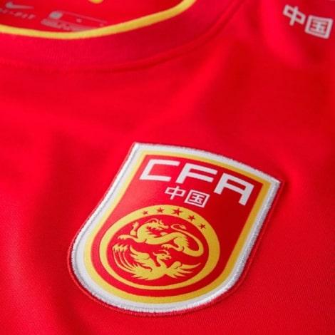 Домашняя футболка сборной Китая 2021-2022 герб сборной