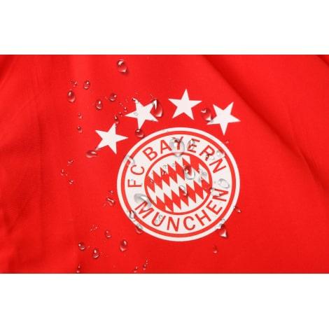 Красно-черный спортивный костюм Баварии 2021-2022 герб клуба