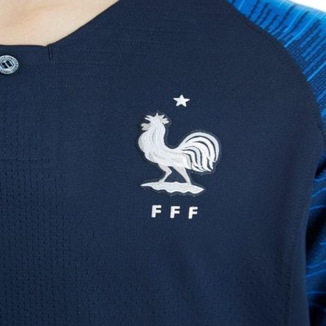 Детская домашняя футбольная форма Франции на ЧМ 2018 вблизи