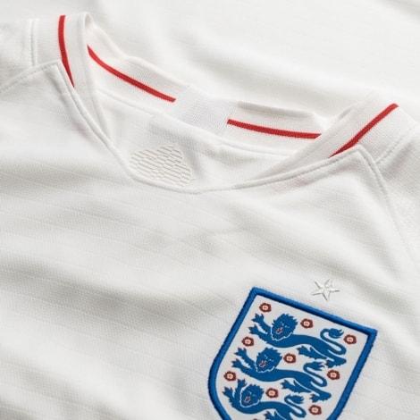 Женская домашняя футболка сборной Англии на ЧМ 2018 воротник