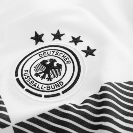 Женская домашняя футболка сборной Германии на ЧМ 2018 логотип