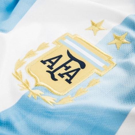 Домашняя майка Аргентины с длинным рукавом на ЧМ 2018 герб команды