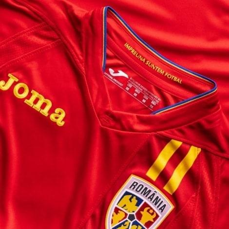 Гостевая футболка сборной Румынии на чемпионат мира 2018 герб и производитель