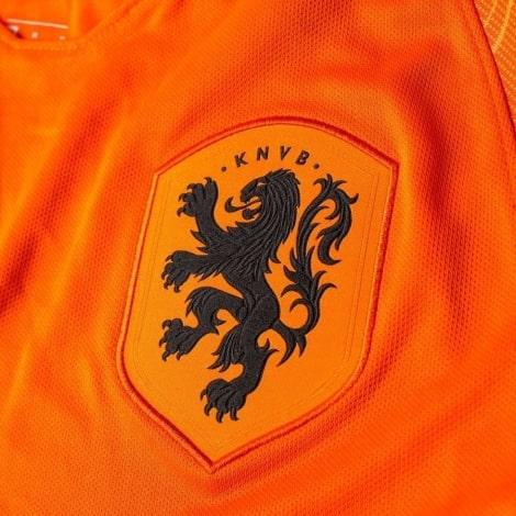 Домашняя футболка сборной Голландии сезона 2018-2019 герб