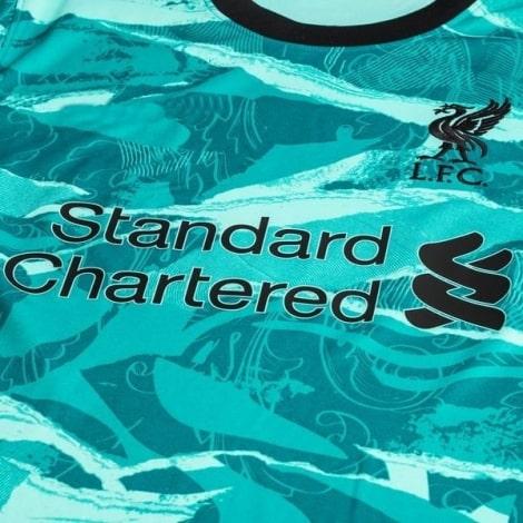 Комплект взрослой гостевой формы Ливерпуля 2020-2021 футболка титульный спонсор