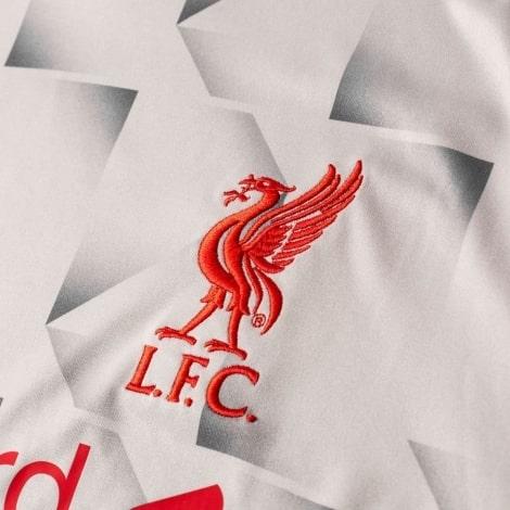 Третья майка Ливерпуля с длинными рукавами 2018-2019 герб клуба