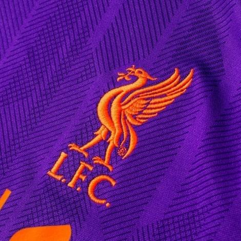 Женская гостевая футболка Ливерпуля 2018-2019 герб клуба