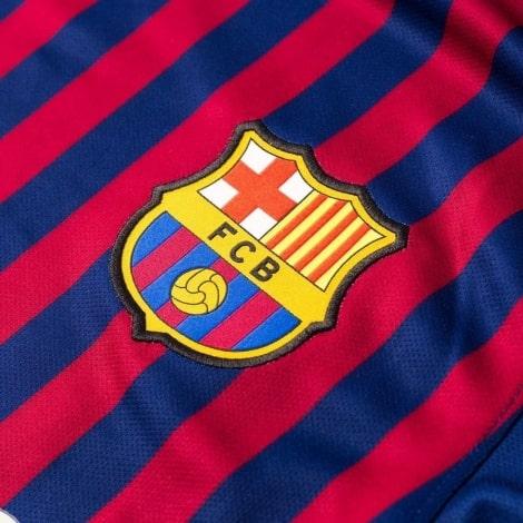 Детская домашняя футболка Месси 2018-2019 герб клуба