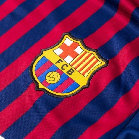 Домашняя футболка Барселоны 2018-2019 Лионель Месси герб клуба
