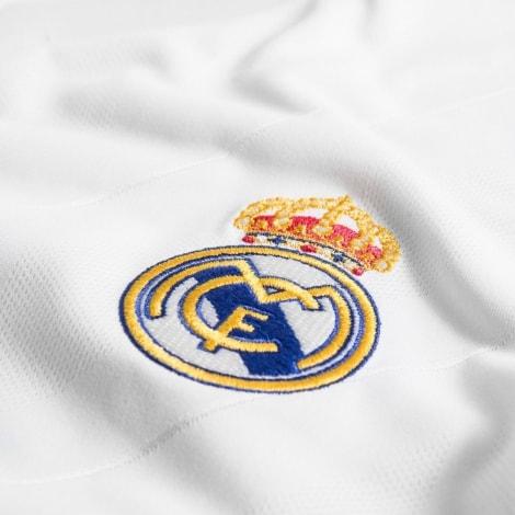 Домашняя футбольная форма Реал Мадрид 2017-2018 герб клуба