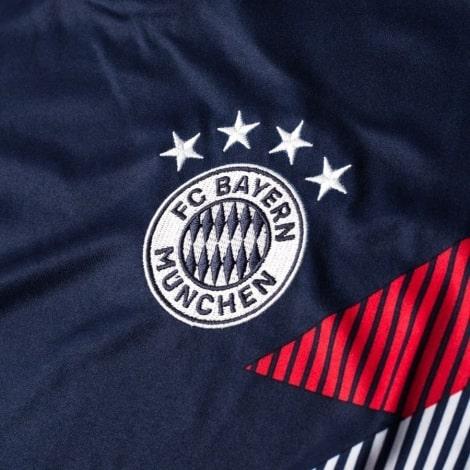 Тренировочная футболка Баварии 2018-2019 герб клуба