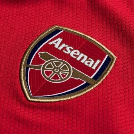 Домашняя игровая футболка Арсенала 2019-2020 герб клуба