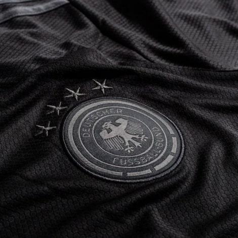 Домашняя игровая футболка Брайтон энд Хоув Альбион 2019-2020 воротник