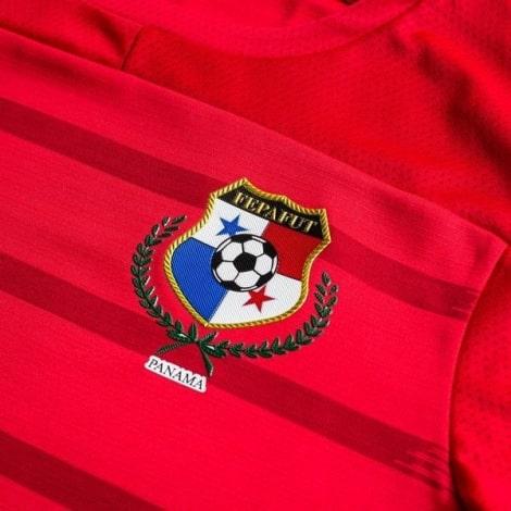 Домашняя футболка сборной Панамы 2020-2021 герб сборной