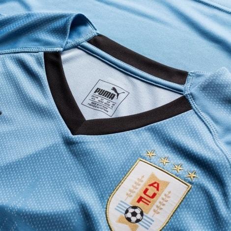 Домашняя футболка сборной Уругвая на чемпионат мира 2018 вблизи