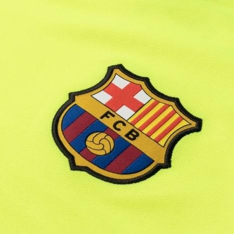 Гостевая игровая футболка Барселоны 2018-2019 герб клуба