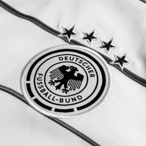 Домашняя футболка Германии Лерой Сане на ЕВРО 2020 герб сборной