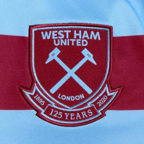 Комплект детской гостевой формы Вест Хэм 2020-2021 футболка герб клуба