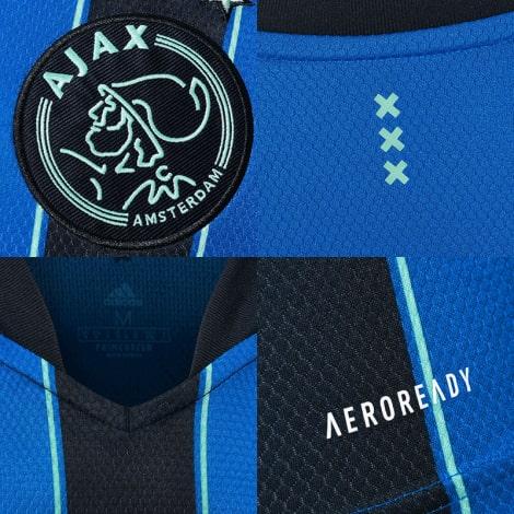 Гостевая игровая футболка Аякс 2021-2022 герб и логотипы
