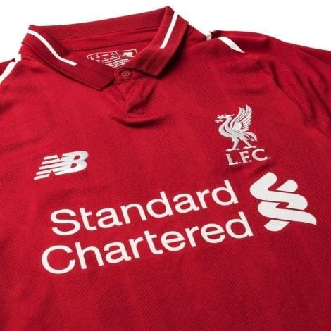 Домашняя игровая футболка Ливерпуля 2018-2019 Мохаммед Салах вблизи