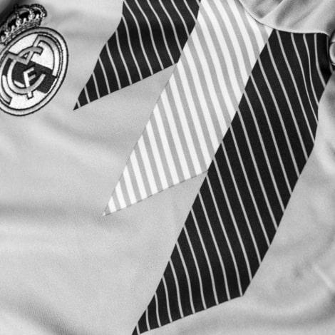 Тренировочная футболка Реал Мадрид 2018-2019 вблизи