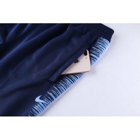 Взрослый сине-голубой костюм Манчестер Сити 2018-2019 штаны вблизи