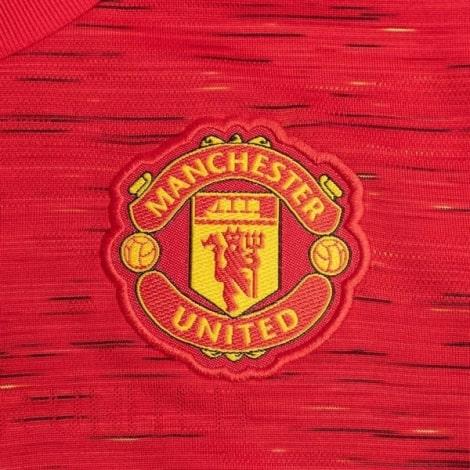 Домашняя игровая футболка Манчестер Юнайтед 2020-2021 герб клуба