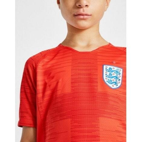Детская гостевая футбольная форма Англии на ЧМ 2018 вблизи
