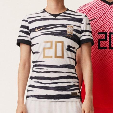 Гостевая игровая футболка сборной Кореи 2020-2021 вблизи